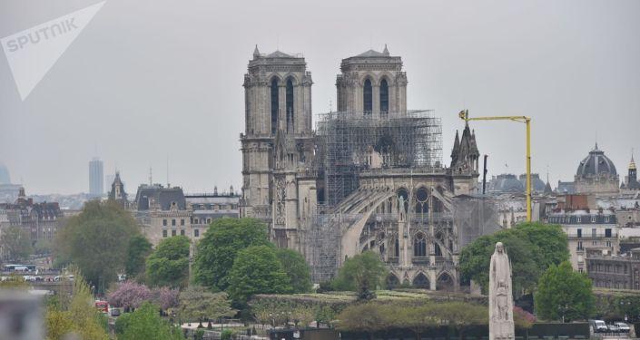 La cathédrale Notre-Dame de Paris après l'incendie, vue du toit de l'Institut du monde arabe, 16 avril 2019