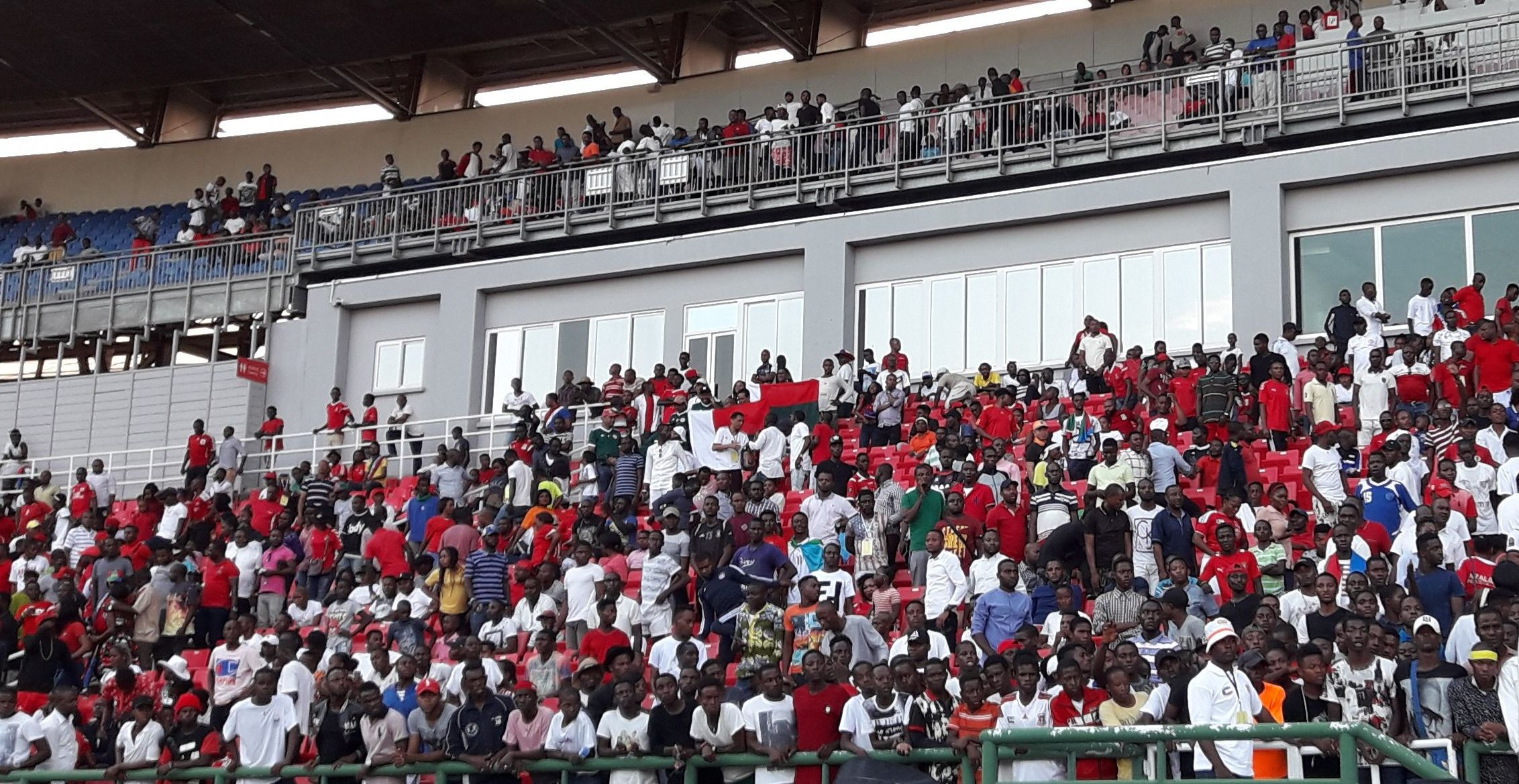 Le football féminin attire les spectateurs dans les stades africains. Ici, la Guinée équatoriale contre le Kenya, à Malabo, lors des éliminatoires de la CAN féminine 2018. © Sputnik, Fabien Essiane.