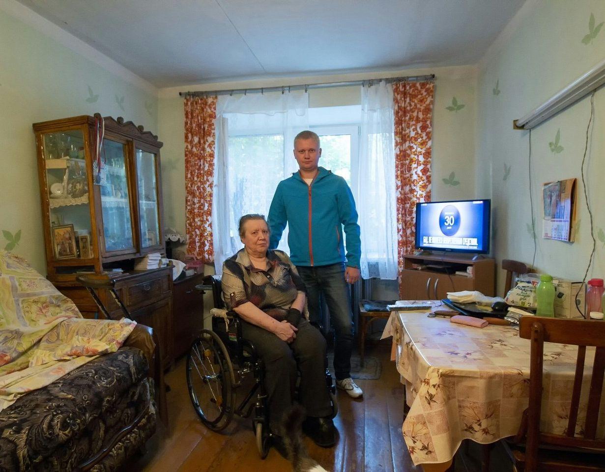 Anton avec Polina Gennadievna, pour qui il a fait une rénovation de l'appartement