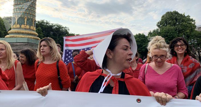 Action à Paris contre la loi avortement aux États-Unis