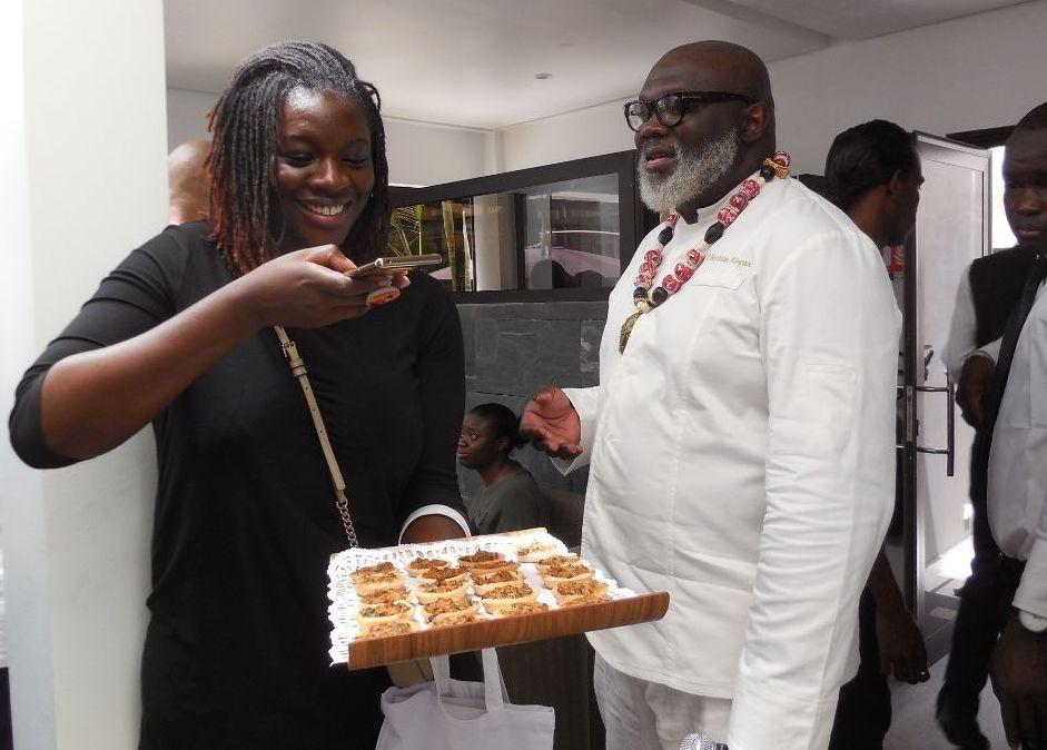 Karelle Vignon-Vullierme, blogueuse culinaire et Christian Abégan lors de la campagne AfroGourmands à Dakar