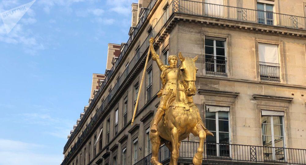 Paris : non, la statue de Jeanne d'Arc n'a pas été vandalisée
