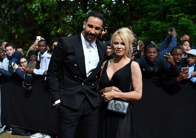 Adil Rami et Pamela Anderson