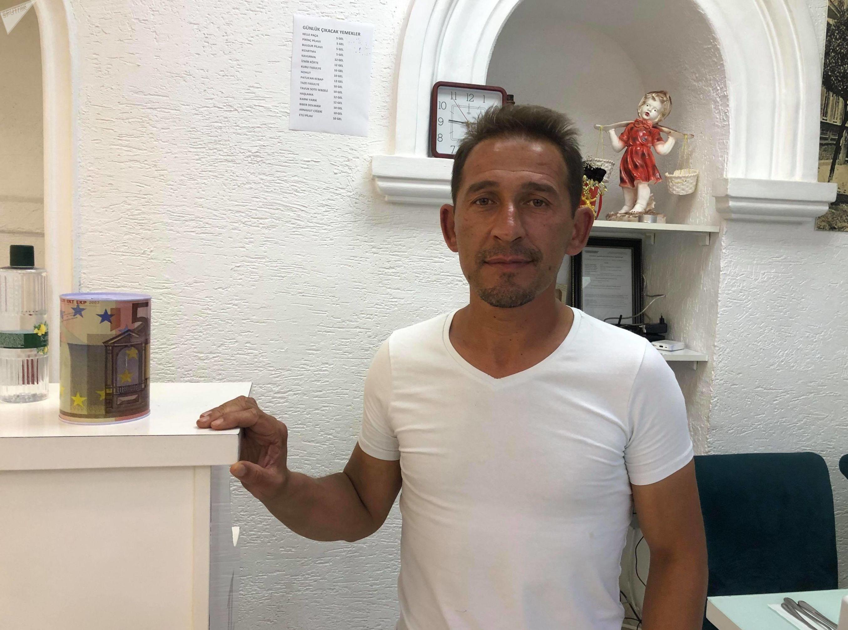 Omar Farouk, racoleur d'un restaurant à Batoumi