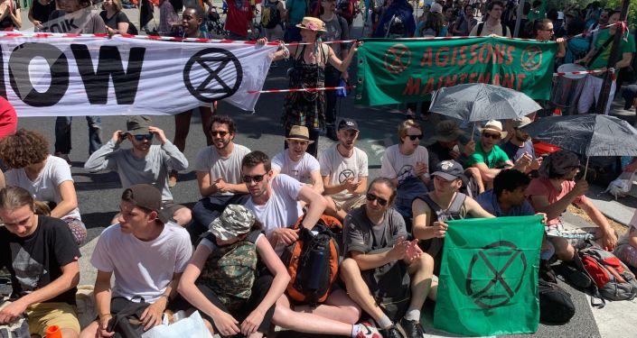 des militants du groupe Extinction Rebellion