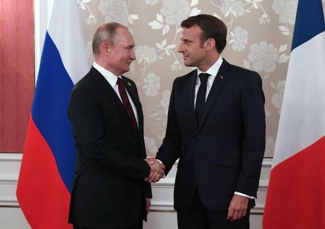 Vladimir Poutine et Emmanuel Macron (archive photo)