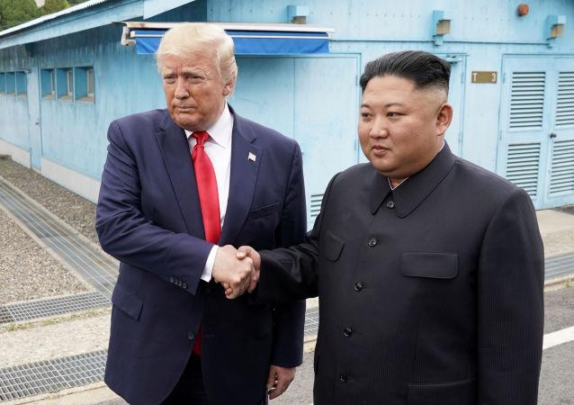 Rencontre historique: Donald Trump est entré à pied en Corée du Nord pour rencontrer Kim Jong-un 30 juin 2019