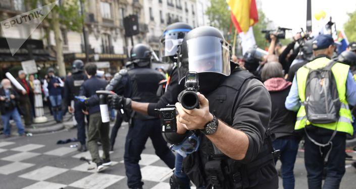 Policiers le 1er mai à Paris