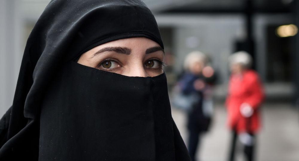 La Tunisie interdit le port du niqab dans les établissements publics