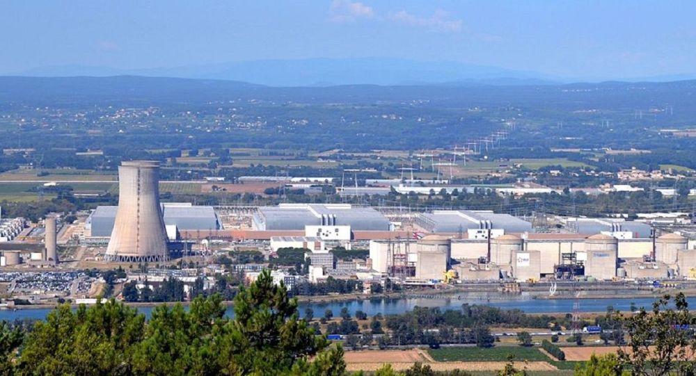 Vue sur la centrale nucléaire du Tricastin