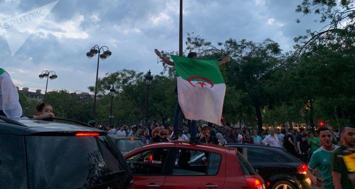 De Marseille aux Champs-Elysées, les fans des Fennecs y croient