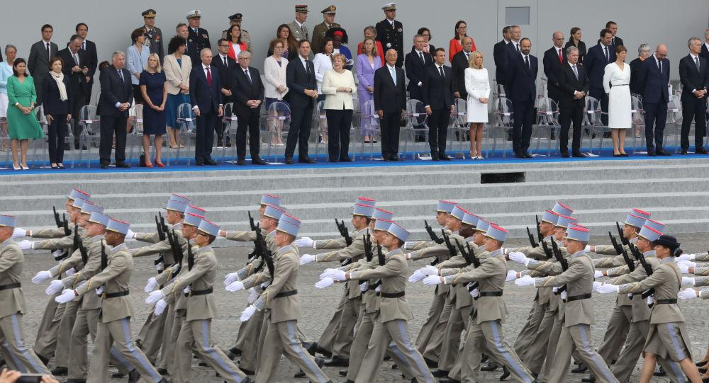 La Belgique défile sur les Champs-Élysées aux côtés des troupes françaises - photos, vidéo