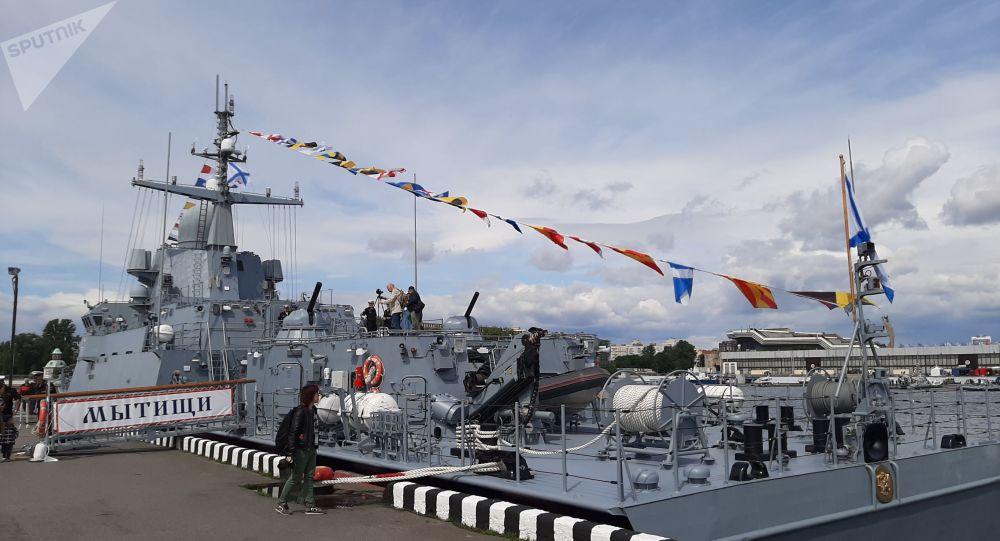 Le bateau lance-missiles russe Mytischi