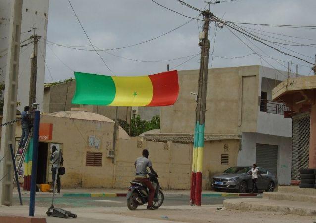 Une rue de Dakar, le vendredi 19 juillet 2019, avant le coup d'envoi du match Sénégal-Algérie, finale de la Coupe d'Afrique des Nations (CAN) 2019.