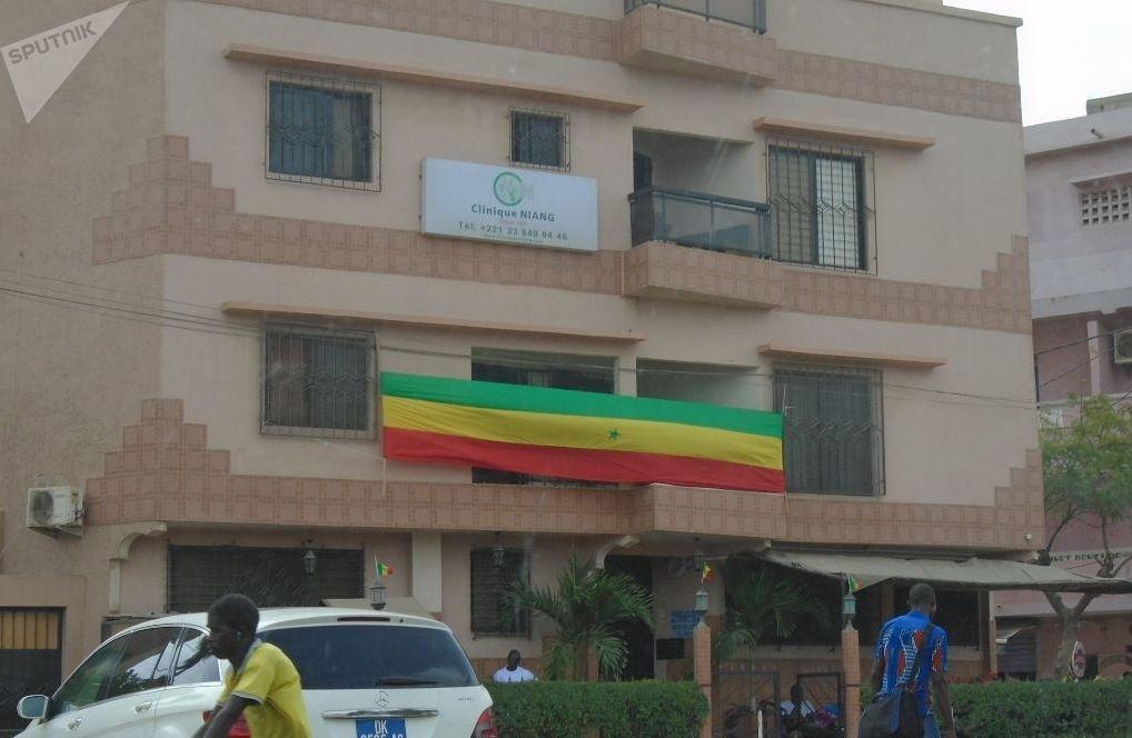 Un drapeau sénégalais ne répondant pas à la norme, vu à Dakar, le vendredi 19 juillet 2019, avant le coup d'envoi du match Sénégal-Algérie, finale de la CAN.