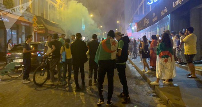 Une rue de Paris après la victoire de l'Algérie en finale de la CAN (image d'illustration)