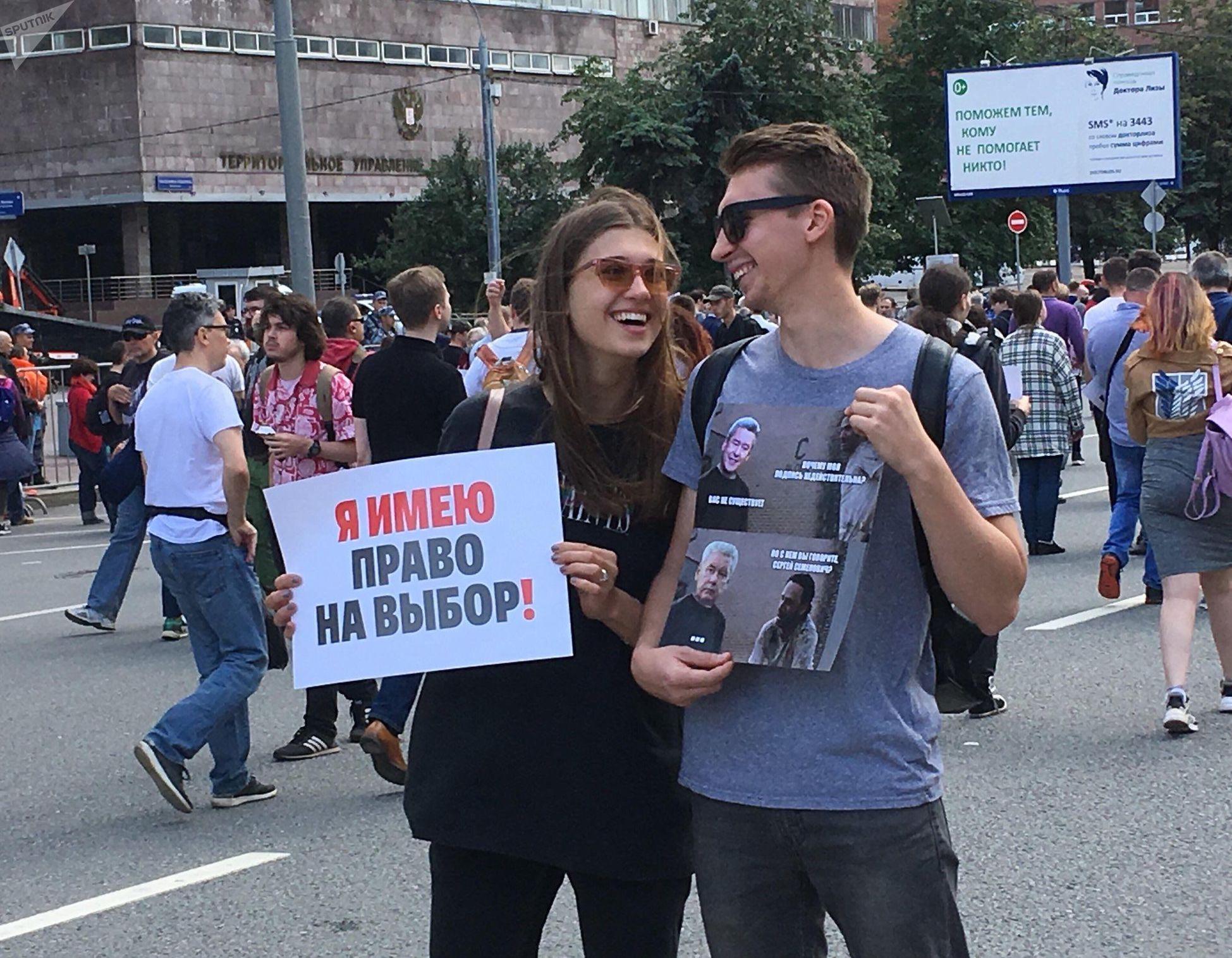 Des manifestants avec une pancarte «J'ai le droit de choisir» lors d'un rassemblement pour la transparence des élections locales à Moscou, le 20 juillet