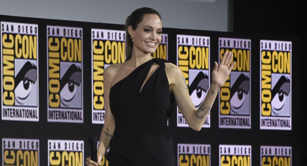 Dans la peau d'une super-héroïne: Angelina Jolie lève le voile sur son prochain rôle Marvel