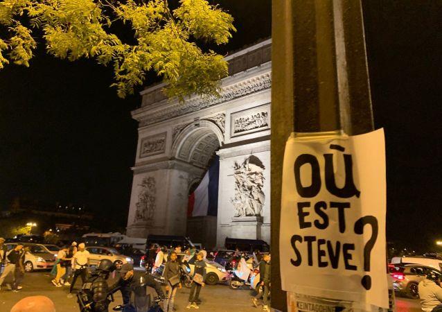 Une affiche «Où est Steve?» à Paris