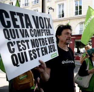 Manifestants contre le CETA à Paris