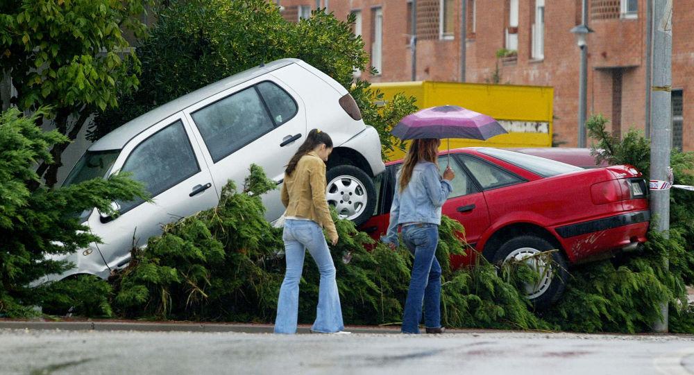 Des pluies torrentielles en Catalogne paralysent Barcelone - images