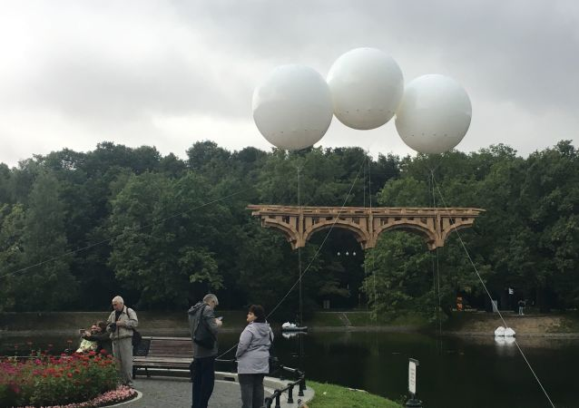 Pont volant créé par Olivier Grossetête à Moscou (août 2019)
