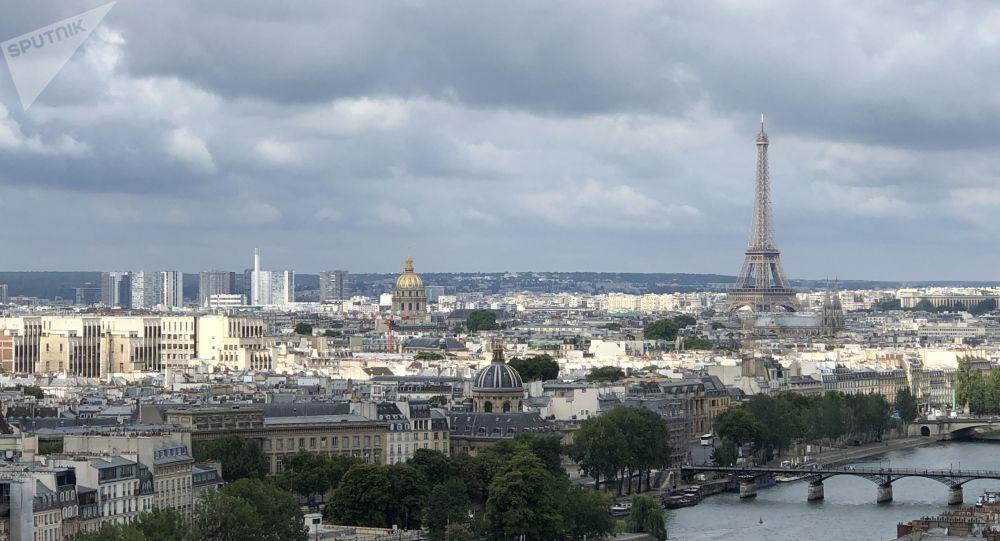 La tour Eiffel , vue aérienne de Paris