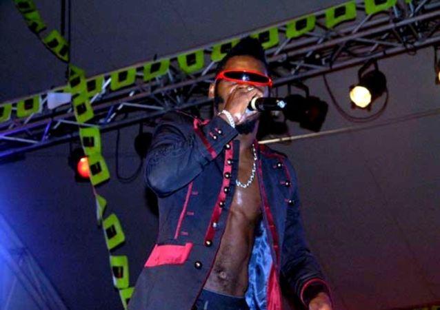 Arafat en concert au Palais de la culture d'Abidjan en mars 2014