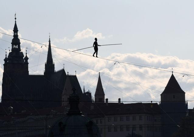 la funambule Tatiana-Mosio Bongonga à Prague