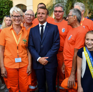 Emmanuel Macron assiste à la commémoration des 75 ans de la libération de Bormes-les-Mimosas, dans le Var, le 17 août 2019