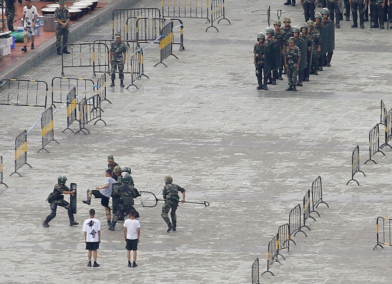 Entraînement de militaires chinois dans un centre sportif de  Shenzhen