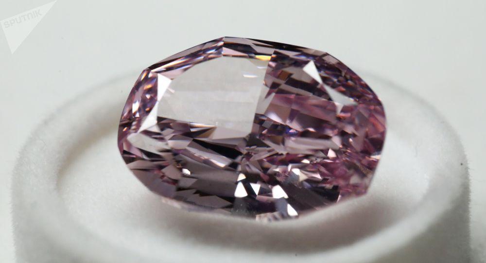 Présentation du plus gros diamant rose extrait en Russie (archive photo)