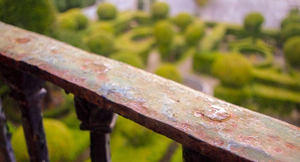La rambarde d'un balcon (image d'illustration)