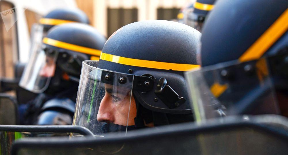 G7: Interpellation de cinq personnes soupçonnées d'avoir ciblé les forces de l'ordre