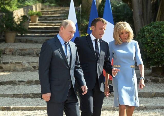 Vladimir Poutine, Emmanuel Macron et Brigitte Macron au fort de Brégançon, 19 août 2019