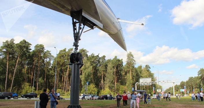 Le Tu-144 restauré repose sur trois pieds