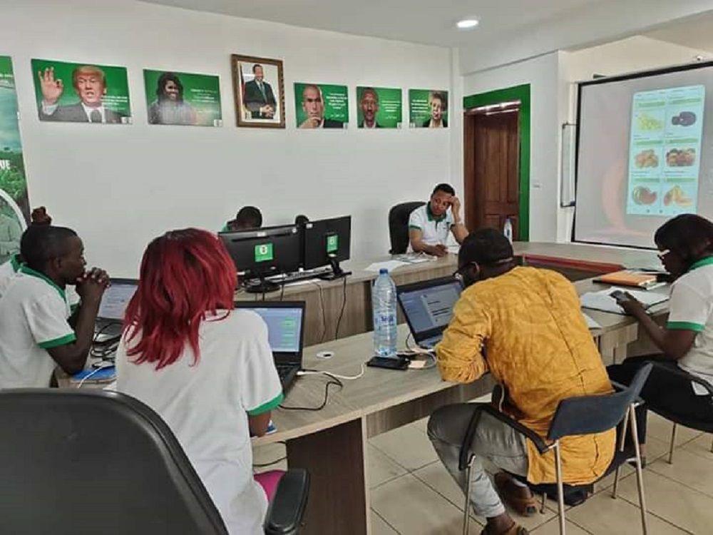 Les équipes d'Agri'app au siège de l'entreprise à Douala