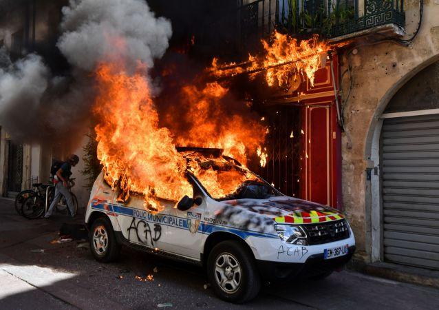 Une voiture de police à Montpellier lors de l'acte 43 des Gilets jaunes, le 7 septembre 2019