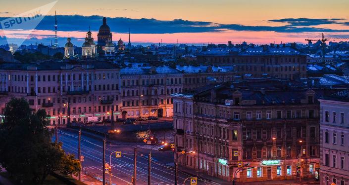 Vue du centre-ville et de la cathédrale Saint-Nicolas des Marins de Saint-Pétersbourg