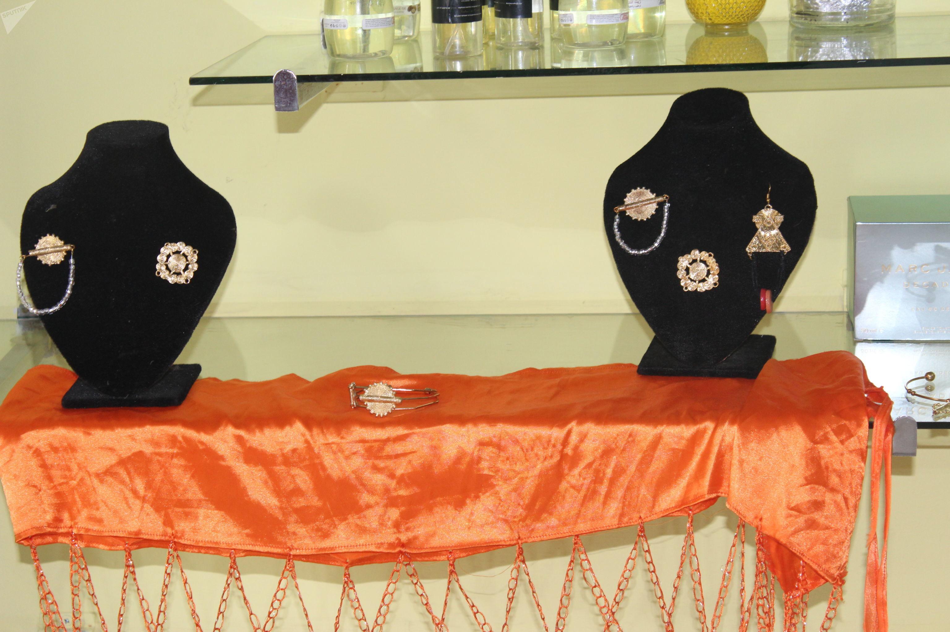 Des bijoux africains, créations de Roukiatou Djinko