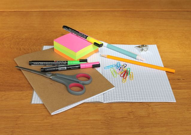 Fournitures scolaires (image d'illustration)