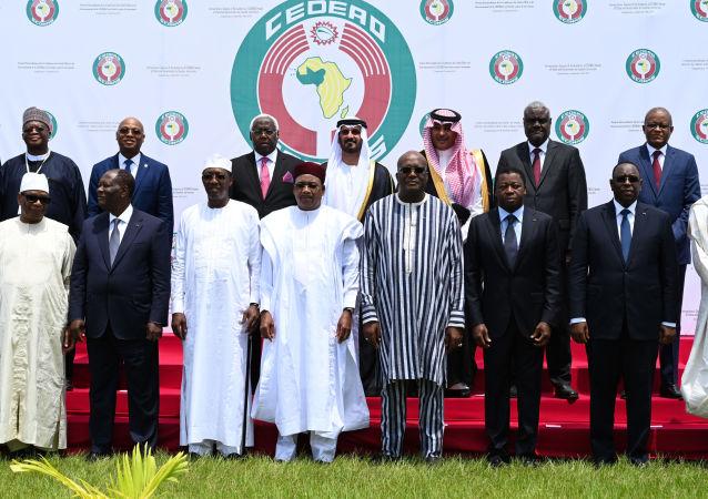 Photo de famille des dirigeants de la CEDEAO au sommet extraordinaire sur le terrorisme du 14 septembre 2019