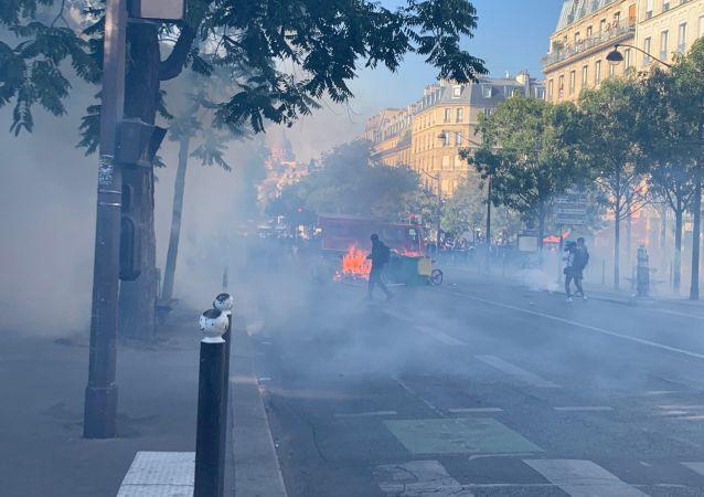 La marche pour le climat rejointe par les Gilets jaunes se tient à Paris