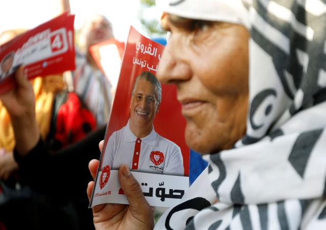 Une supportrice de Nabil Karoui