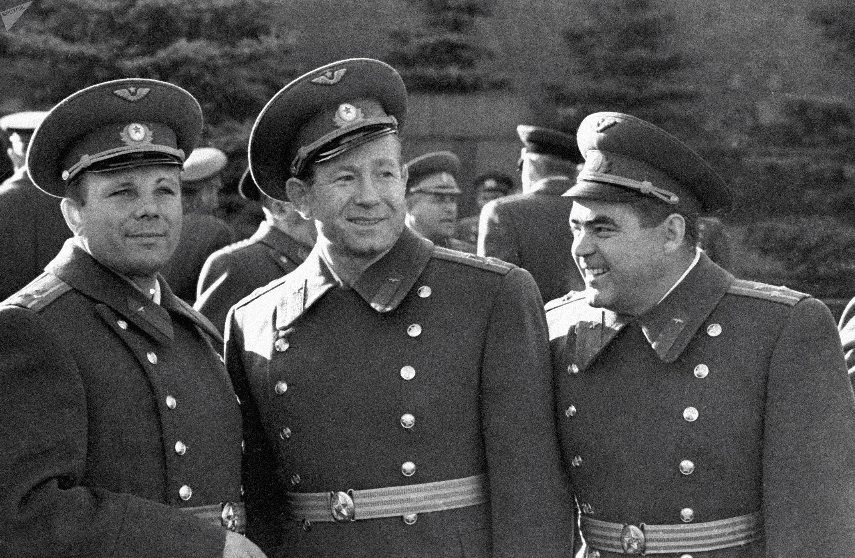 Советские космонавты Юрий Гагарин, Алексей Леонов и Андриян Николаев