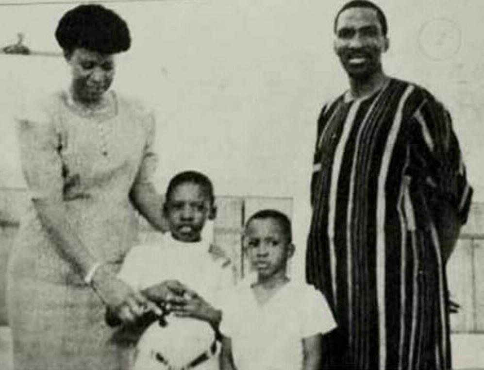 La famille du Président Thomas Sankara vêtu du Faso Dan Fani
