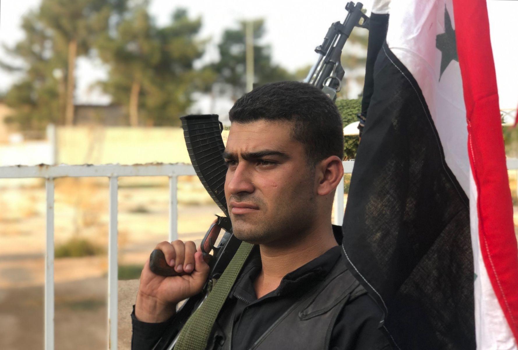 Un militaire syrien au point de passage frontalier près d'Aïn al-Arab (Kobané)