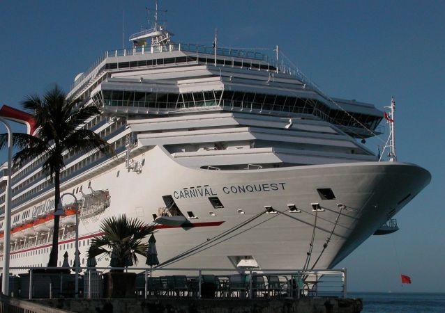 Un navire de croisière