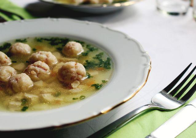 Une soupe, image d'illustration