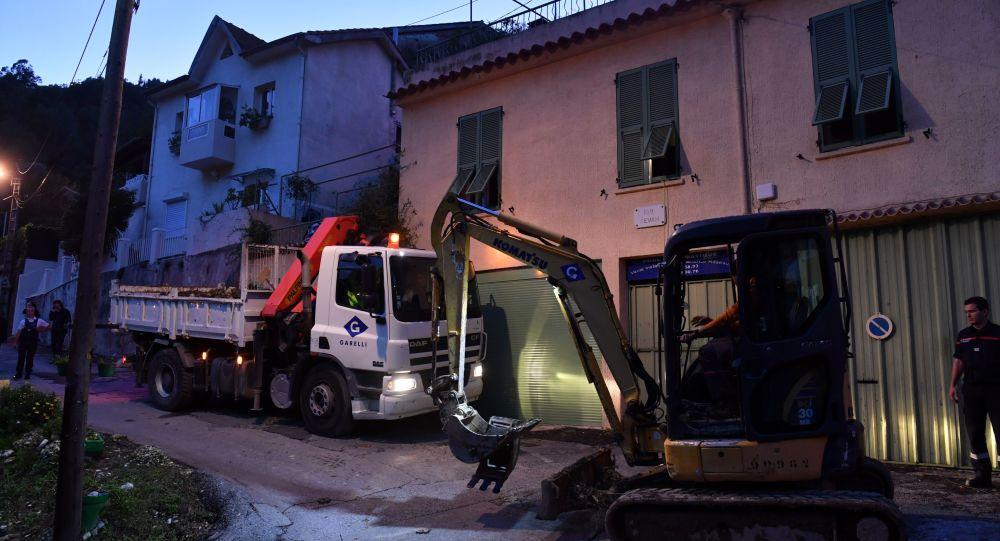 Opération de recherche à Nice où une femme a disparu dans un glissement de terrain